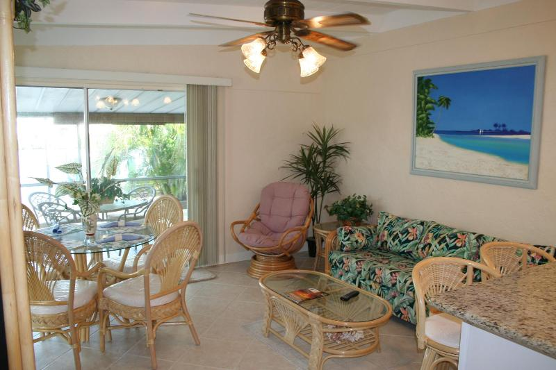 Living Room with new furniture - Casa Mar Azul II -Cabana Club with Pool & Inch Bch & Inch Beach, Golf, Wi-Fi & Dock - LATE SUMMER & FALL SALE Only $695/ Wk - Key Colony Beach - rentals