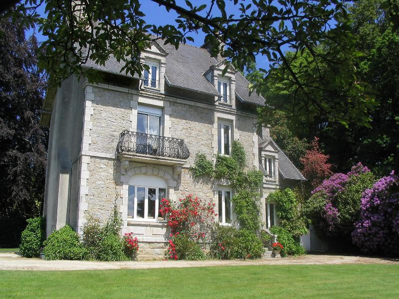 Beautiful Lake View Villas,  within large private grounds. Stunning views towards the lake and town. - Beautiful luxury historic villa. Brittany , France - Huelgoat - rentals