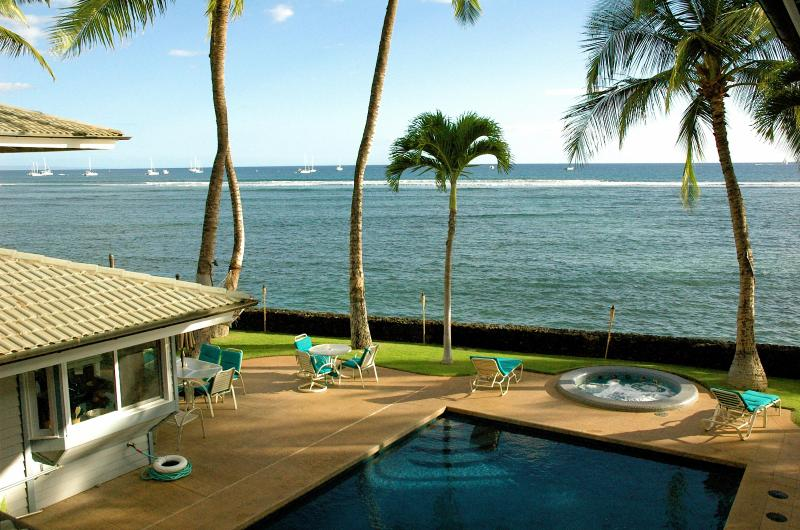 Lahaina town is only 5 minutes away by foot.... wow what a view ! - Lahaina on the beach that sleep up to 18 guests! - Lahaina - rentals