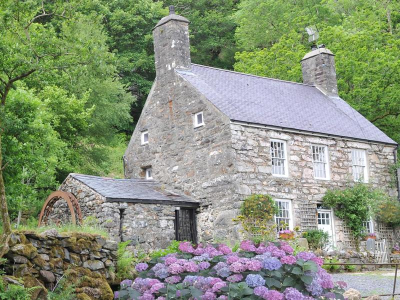 Glifach - Holiday Cottage Farmhouse -  Snowdonia - Ty Gilfach - Breathtaking Views in Snowdonia! - Snowdonia National Park - rentals