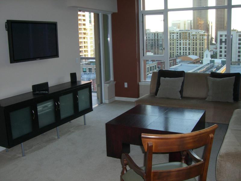 Sunny Living Room with Sweeping Views - ** SPECIAL ** Downtown/Convention/Gaslamp/Ballpark - San Diego - rentals