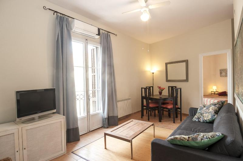 Gaudi-1 apartment (2 twin bedrooms. Very Central) - Image 1 - Barcelona - rentals