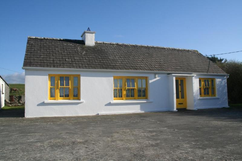 A lovingly restored, 100 year old traditional Irish cottage. - Abhaile Cottage - Doolin - rentals