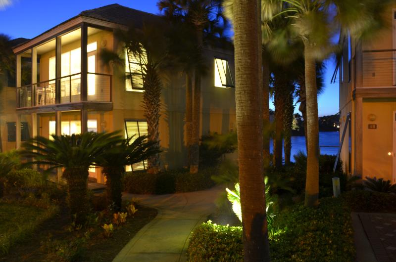 Incredible views of Gulf and Lake Destiny from this Villa! - Indian Summer Special $600/2 Long 3 Day! $1050 Wk - Destin - rentals