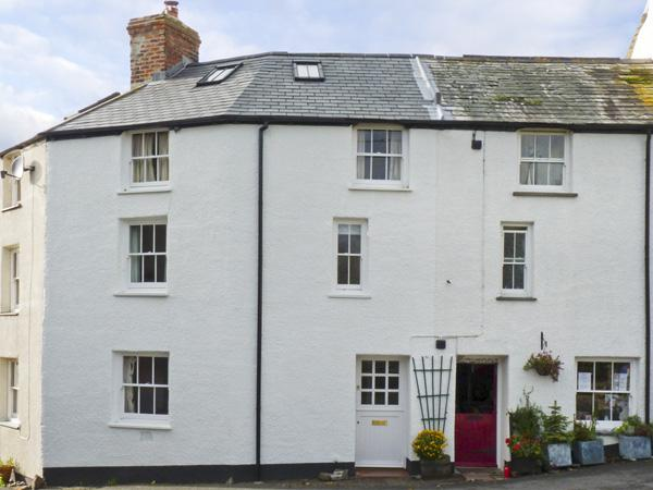 CORNER COTTAGE, family friendly, character holiday cottage in Stratton, Ref 4318 - Image 1 - Stratton - rentals
