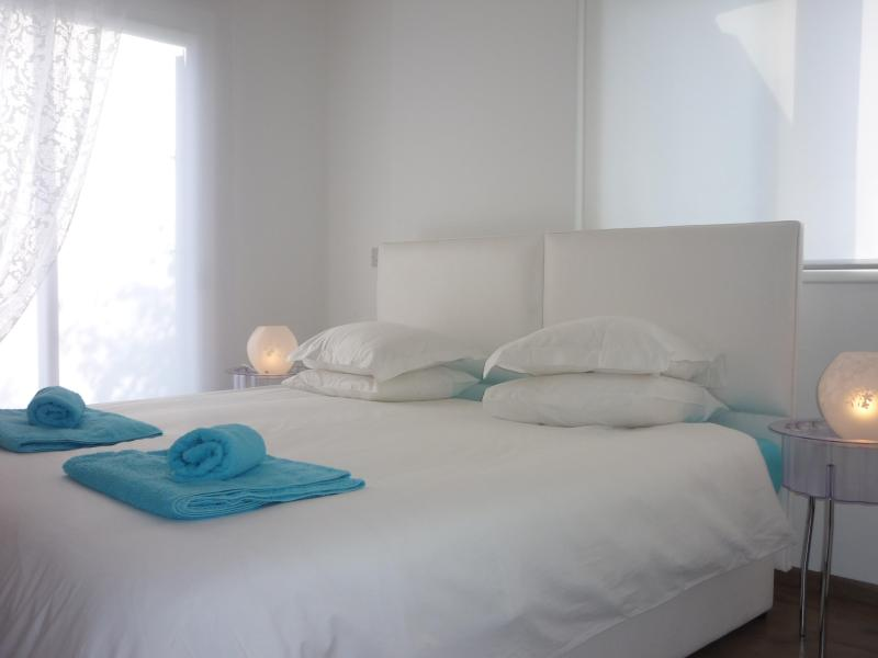 Bedroom with king size bed or twin beds  - Nicosia City Center Apartment  - free wifi - Nicosia - rentals