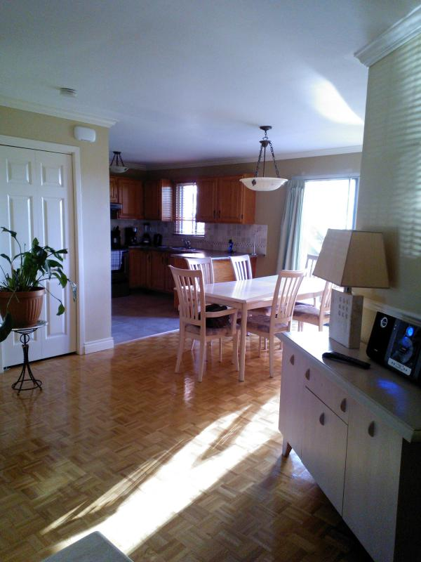 DINING ROOM - HUGE 3BR/2BA DUPLEX NEAR MTL+WOOD FIREPLACE UPto10 - Laval - rentals