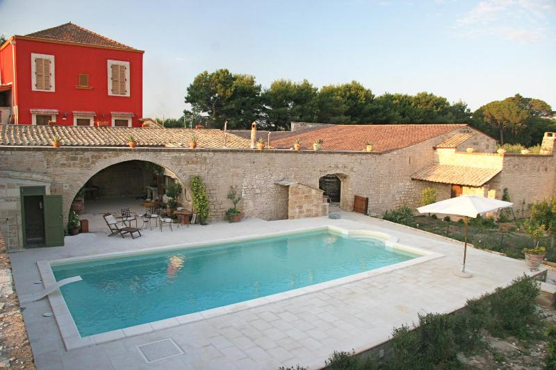 Enjoy an authentic stay in a historic villa in the Italian countryside - Luxury Villa with Pool on Secluded Appian Way - Terlizzi - rentals