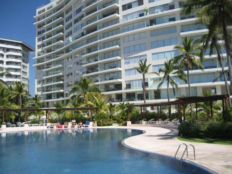 Amara Towers - 4 Bedroom Beachfront Condo at Amara Ixtapa - Ixtapa - rentals