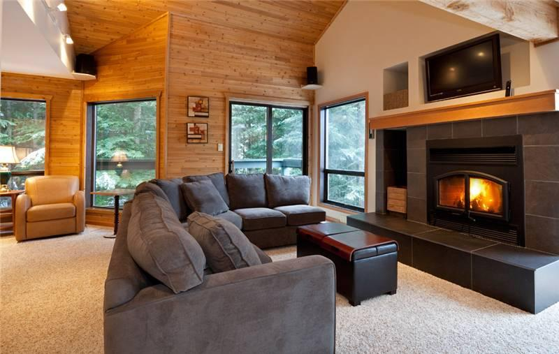 Relax by the Presto Log Fireplace and Flat Screen TV - Telemark 14 | Whistler Platinum | Mountain Views - Whistler - rentals