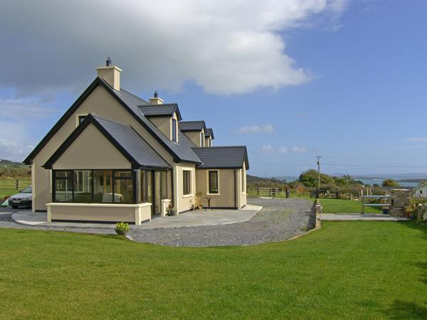 EVEN TIDE, family friendly, with a garden in Schull, County Cork, Ref 4360 - Image 1 - Schull - rentals
