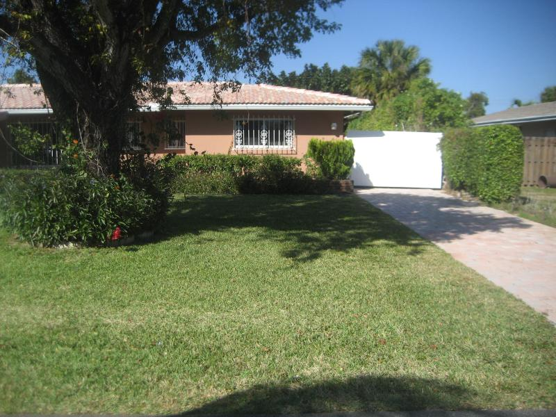 Private Driveway - Semi-Private Guest House with Swimming Pool - Pompano Beach - rentals