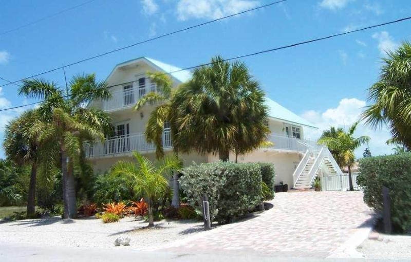 View from 14th Street - The Sand Dollar - 4/3 Waterfront Pool House - KCB - Key Colony Beach - rentals