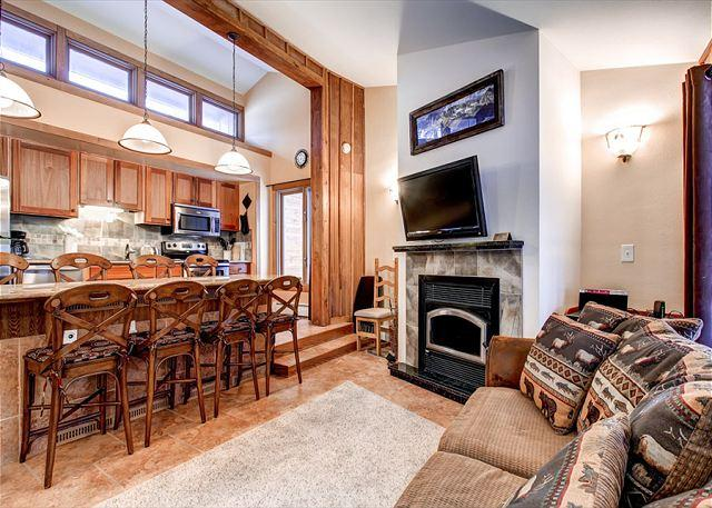 Peak 8 Village Living Room Breckenridge Lodging - Peak 8 Village B9 Remodeled 2BR Wood Fireplace Shuttle Breckenridge Lodging - Breckenridge - rentals