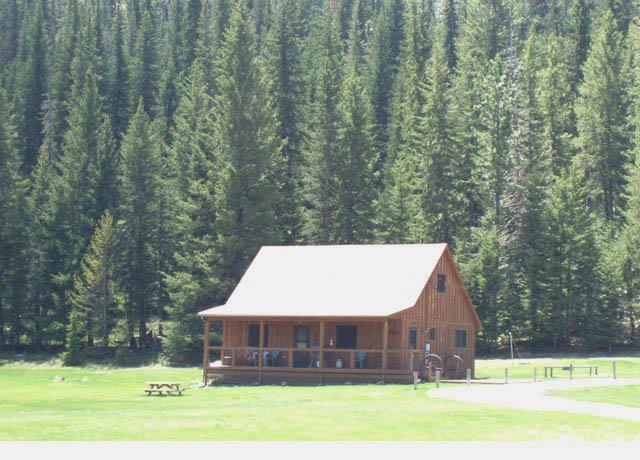 Completely surrounded by Black Hills National Forest - Vacation Home in the Heart of the Black Hills, SD - Hill City - rentals