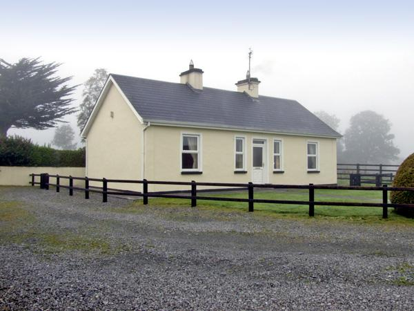 CLOGHOGUE COTTAGE, family friendly, country holiday cottage, with a garden in Castlebaldwin, County Sligo, Ref 4374 - Image 1 - Castlebaldwin - rentals