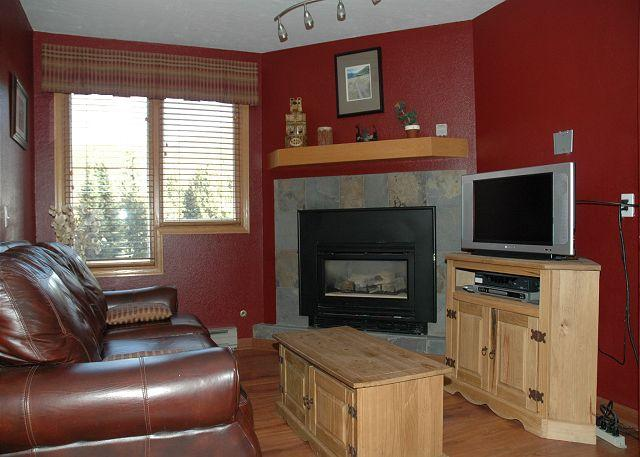 Living Area w/Sofa Sleeper - Fully Remodeled Ski in Ski out Studio at the full service Iron Horse Resort. - Winter Park - rentals