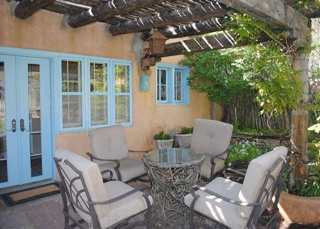 Outdoor Dining - Casa Oasis - Luxury historic adobe in one of Santa Fe's prime locations! - Santa Fe - rentals