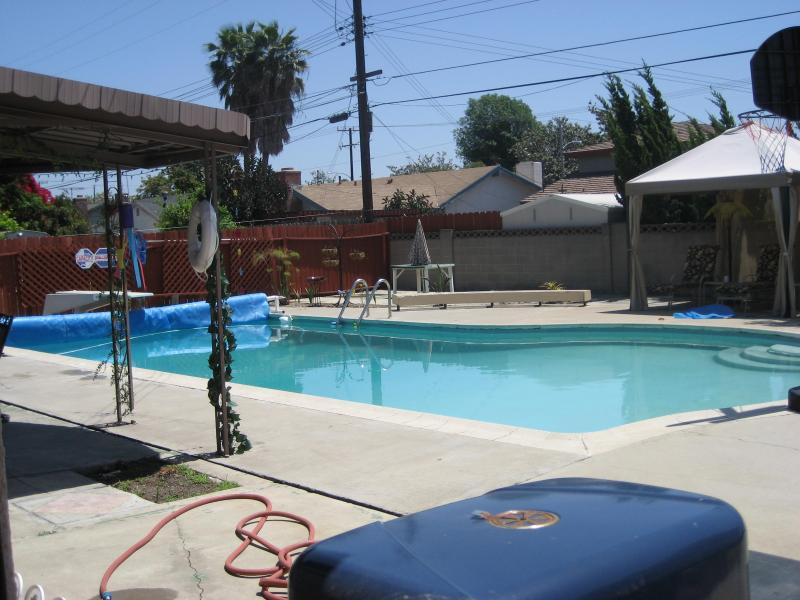 Back Yard - Can't get any closer from Disney w Private pool - Anaheim - rentals