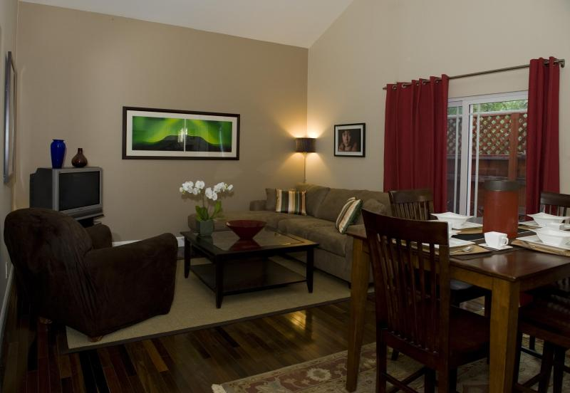 Living Room with 12 foot ceilings - Hollywood Rental--Sunset Blvd & Vine St--So Close! - Hollywood - rentals