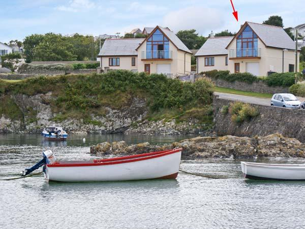 PULROSE, family friendly, with a garden in Bull Bay, Isle Of Anglesey, Ref 3967 - Image 1 - Amlwch - rentals