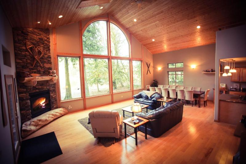 Great Room with Lake View and Fireplace - New Luxury Waterfront Chalet near Mt. Baker - Glacier - rentals