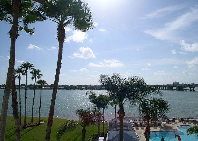 Bahia VIsta 9-424  4th floor corner Bay Front Condo - Don CeSar View! - Image 1 - Saint Petersburg - rentals