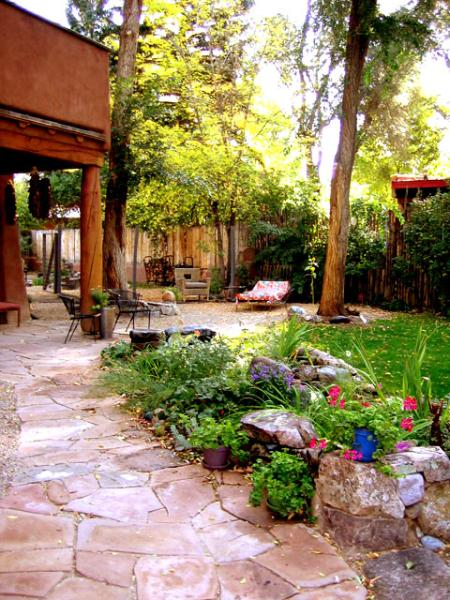 Lush private oasis in heart of town, professionally landscaped, covered patio, ancient trees - Adobe Arboleda (House of the Arbor or Grove) - El Prado - rentals