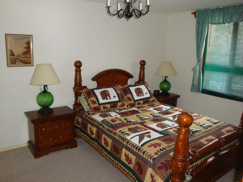 Bedroom in Saloon - Self catering vacation suites in beautiful setting - Vernon - rentals