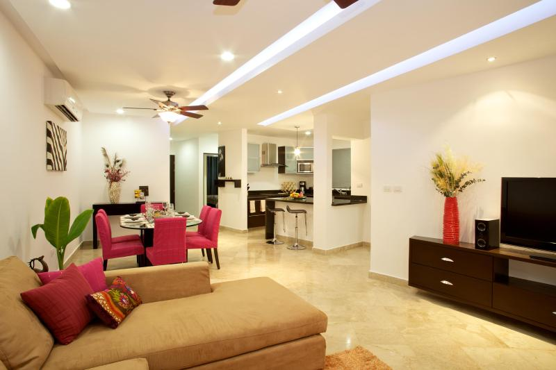 Open Plan Living Space is perfect for any occasion - NOW! 10% OFF/WK + AIRPORT TAXI - 2B/2B LUX CONDO - Playa del Carmen - rentals