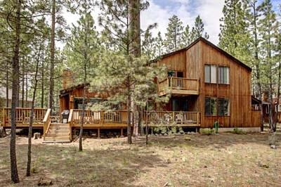 Exterior of home with beautiful deck - THE COOP @ BLACK BUTTE RANCH - Prime July 7-14 week available. Close to Glaze Meadow and South Meadow pools, 3 bdrm. sleeps 8. W - Black Butte Ranch - rentals