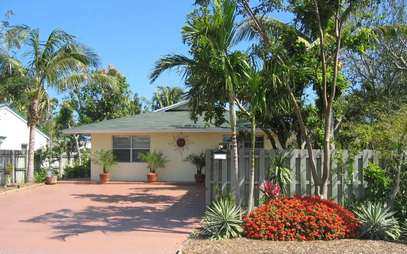FTL Vacation Rental, 2 bedroom/2 bath - Book now for the best deal in Jan, Feb & March - 3 bedrooms - Fort Lauderdale - rentals