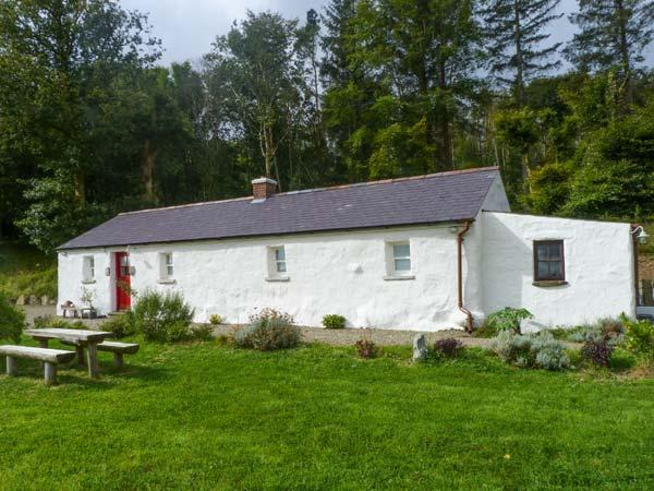 GLENWOOD COTTAGE, family friendly, character holiday cottage, with a garden in Laragh, County Wicklow, Ref 4420 - Image 1 - Laragh - rentals