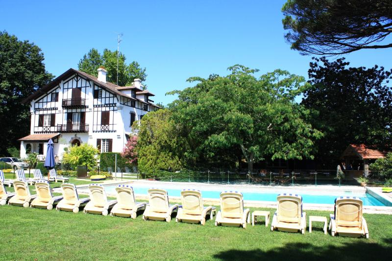 Chateau Bellegarde with heated outdoor pool, hot tub & 6 acres of stunning gardens with tennis court - Chateau for luxury holidays near Biarritz, France - Soustons - rentals