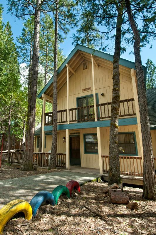 Front of Friends Lodge - Friends Lodge 3BR 2BA 2100 sq ft.  INSIDE Yosemite - Yosemite National Park - rentals