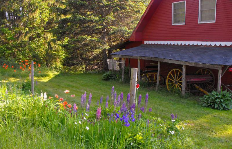 Guest House East Side -- More Parking and Pathway to Woods - Mount Harmony Farm Carriage House nr Burke - Glover - rentals