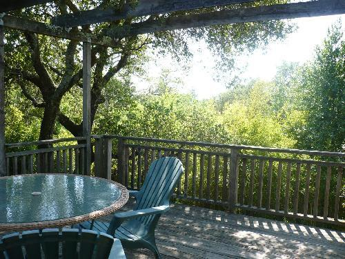 Secluded back deck with partial view of mountains - Sonoma Amour Getaway - Quiet - Fireplace -- 2+ Bdrms - Sonoma - rentals
