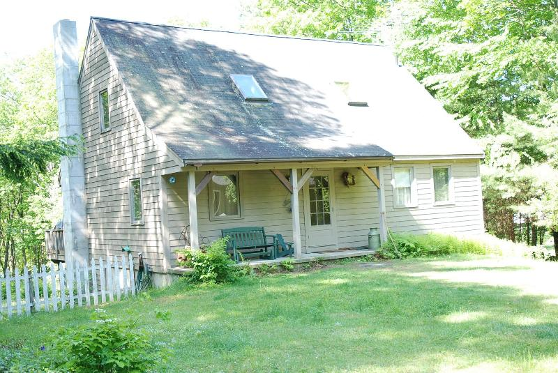 Quiet Peaceful Rockwood Pond Lakefront Home - Enchanting Rockwood Pond Home -Peace and Privacy! - Fitzwilliam - rentals