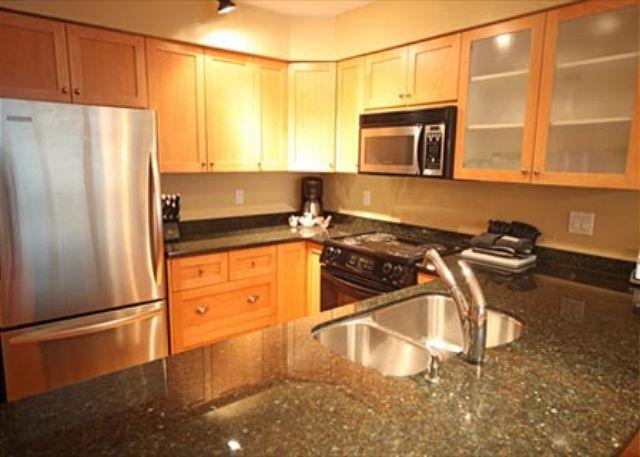 Kitchen - Large Two Bedroom Ski-in Ski-out Blackcomb Accommodations in Greystone Lodge - Whistler - rentals