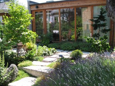 The Hideaway is a free standing coach house situated in the middle of an award winning garden. - The Hideaway - A modern private garden retreat - Vancouver - rentals