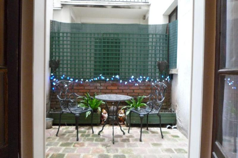Your own private patio! - Quiet Studio, Heart of Paris Marais - 3rd Arrondissement Temple - rentals