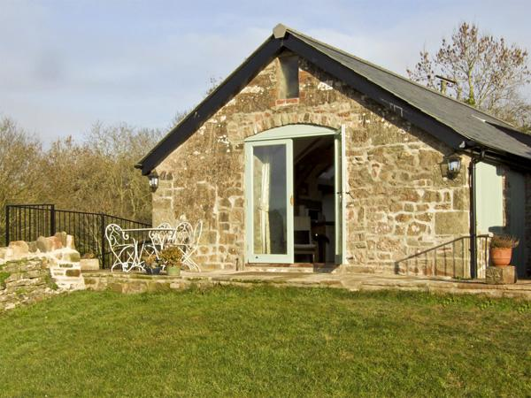 NOXON POND COTTAGE, pet friendly, character holiday cottage, with a garden in Bream, Ref 4443 - Image 1 - Bream - rentals