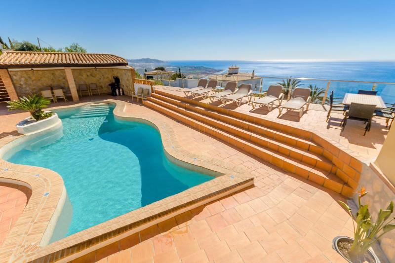 Free form heated pool with sun terrace - Luxury Villa with heated pool and hot tub - Salobrena - rentals