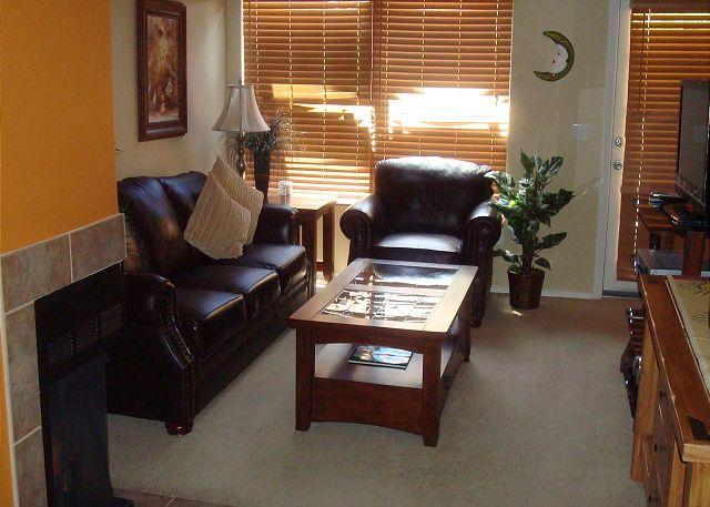 Living Room - Second Floor Condo with Golf Course Views - Tucson - rentals