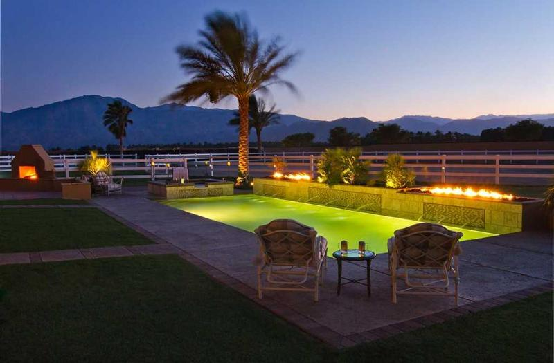 Evening Pool with Fire and Fountains - Indulge in Your Own Private Resort, Groups Welcome - Indio - rentals