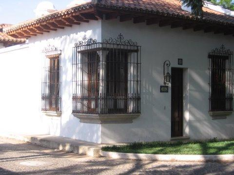Our lovely corner home - 3 bdr Spanish colonial home in Antigua Guatemala - Antigua Guatemala - rentals