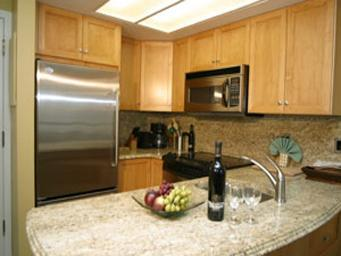 Fully equiped Kitchen with Granite Countertops, Granite Backsplash and full-size Stainless Steel Appliances. - Marquise Holidays - Whistler - rentals