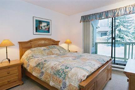 Master Bedroom - The Gables 2 Bedroom in the forest by the lifts - Whistler - rentals