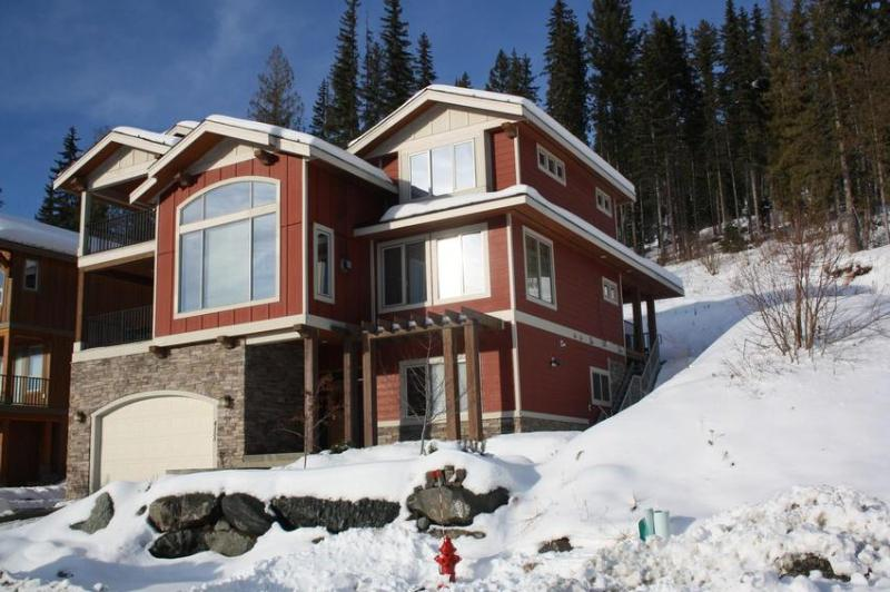 Gorgeous new slope side Executive Chalet in exclusive Sundance Estates. Ski in from Rambler. Short walk to Village - Karl and Deb Sorge - Sun Peaks - rentals