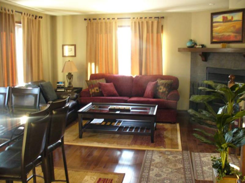 Luxury Townhouse with 4 Bedrooms and 3 Bathrooms. Open concept Living Room with Dining Room/Kitchen. Lower level Family Room DVD's, Wide Screen TV. Minutes from Mont Tremblant Ski Station, Mont Blanc and Gray Rocks. Hardwood flooring, two couches, wood bu - Mont Tremblant Getaway - Mont Tremblant - rentals